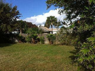Daytona Beach bungalow photo - Big back yard!