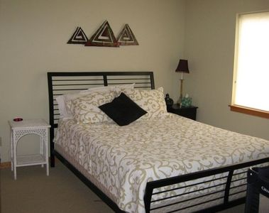 Queen size bedroom with adjoining private full bath