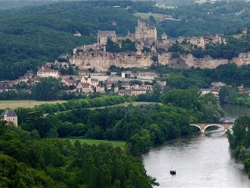Spectacular views of Beynac from rival Castelnaud