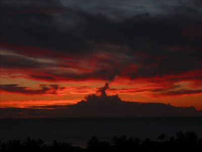 "one reason they call it ""Sunset"" beach- can you see the hula dancer ?"