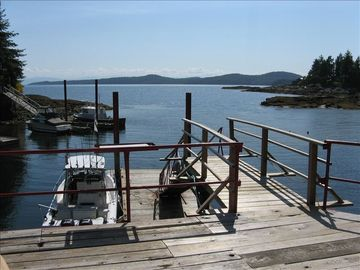 Halfmoon Bay house rental - lounging deck before going to wharf