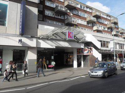 Hammersmith & Fulham apartment rental - Kings Mall Shopping