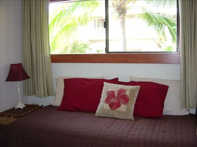 Kealakekua Bay house rental - Twin bed in lower level alcove.