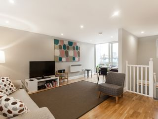 Islington apartment photo - Living Room with sofa bed and entertainment system, plasma tv, WIFI