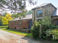 DOVECOTE COTTAGE, pet friendly, with a garden in Hornsea, Ref 16791