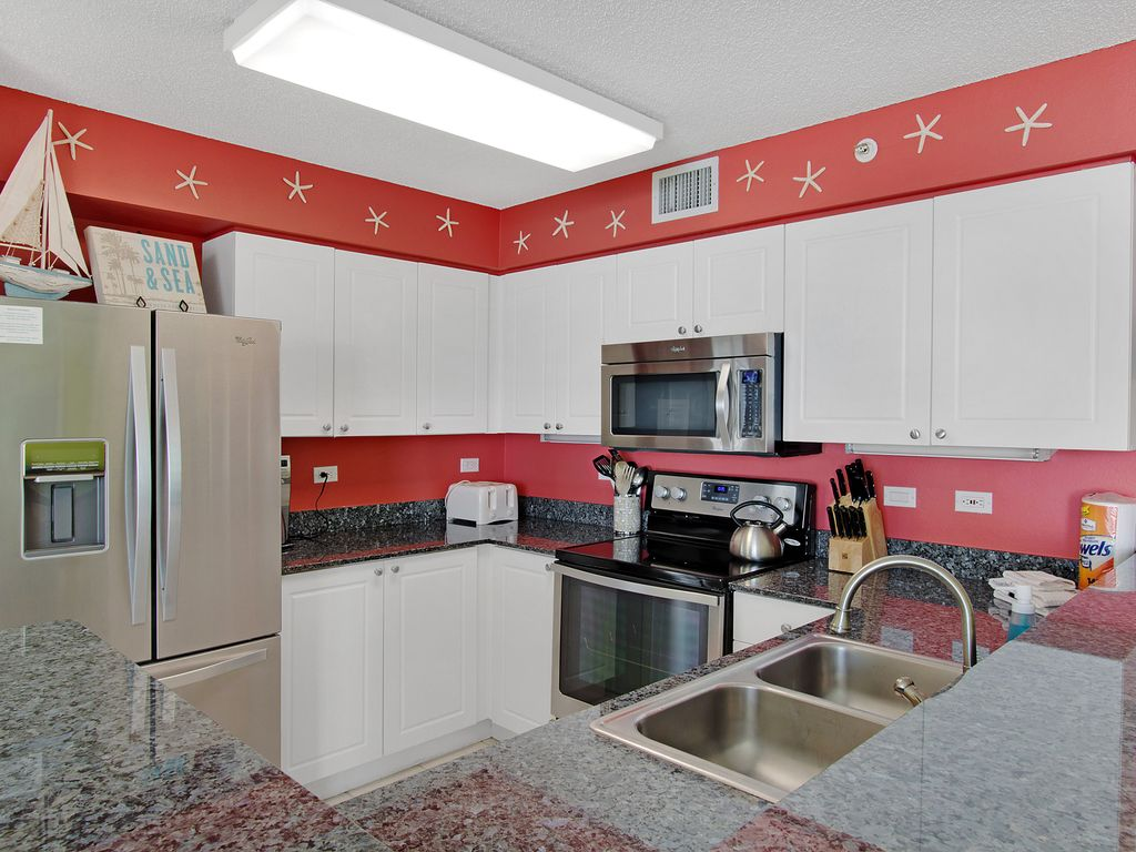 Stainless appliances & granite countertops