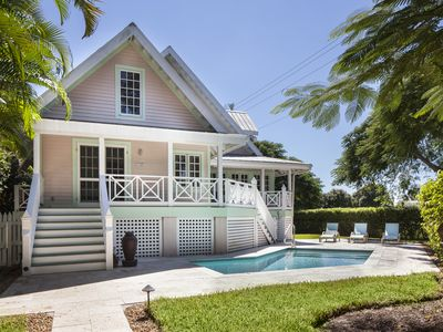 Royal Palm Cottage - Walk to Beach And Fifth Ave.