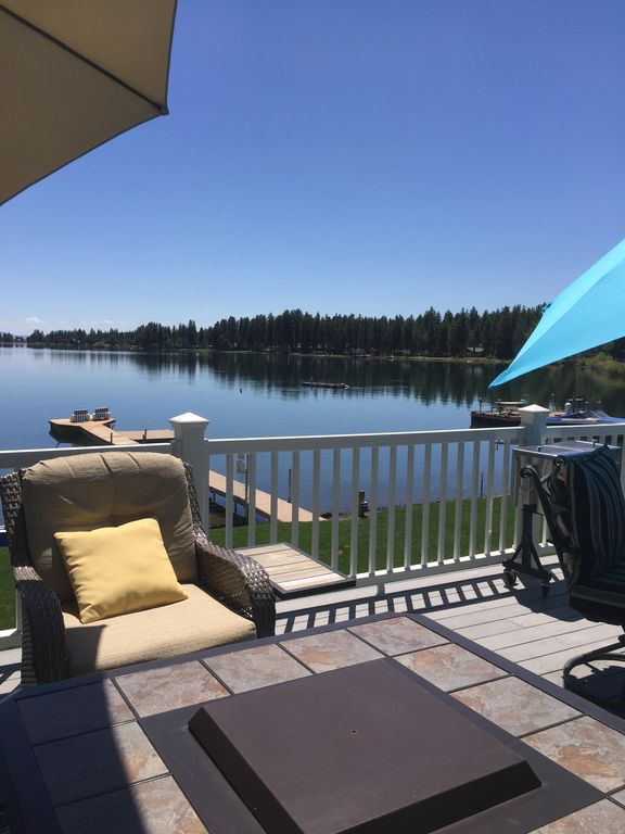 Waterfront cottage with loft, boat dock , RV hookup, and WIFI