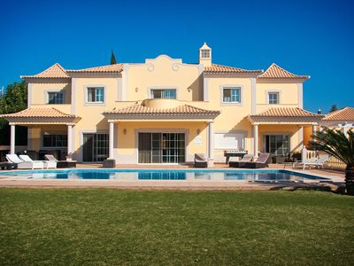 Luxury 5 bedroom air conditioned villa, large private garden, swimming pool