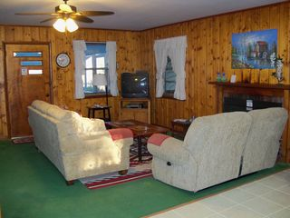 Lake Seminole house photo - Living room w/Queen sleeper sofa and Directv