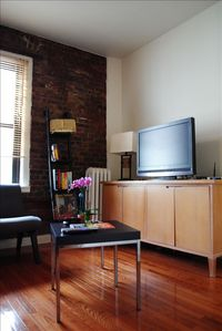 Living room area, 32'' TV, NY guides and brochures