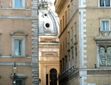 Piazza di Spagna apartment rental - Peekaboo views as you explore the neighborhood