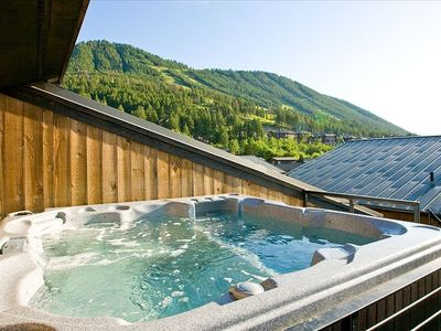 Hot Tub/Ski Slopes