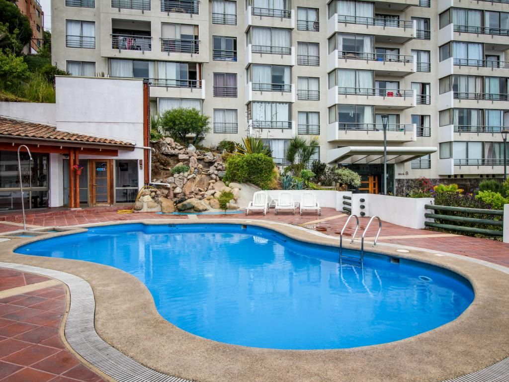 Bella 6 piano di condominio w una piscina in comune for Piano di piscina