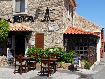 Refugio da Roca: A typical Azoia restaurant serving great Portuguese seafood