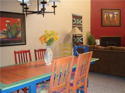 Taos Ski Valley condo rental - Big family sized dining table
