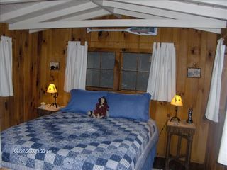Highlands cabin photo - Queen Size Back Bedroom with Cable TV & Private Bathroom.