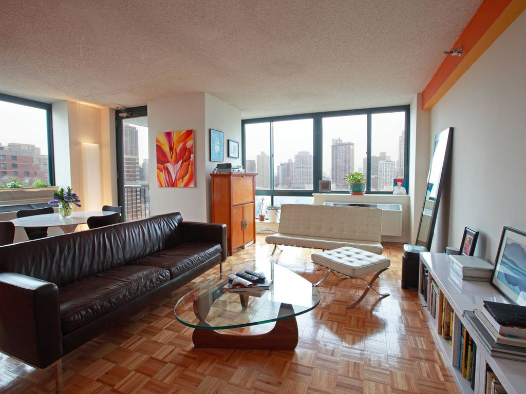 NYC Luxury Apartment w/ Pool & Deck Near Central Park