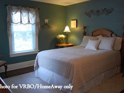 Lancaster house rental - Master Suite with Queen-sized bed
