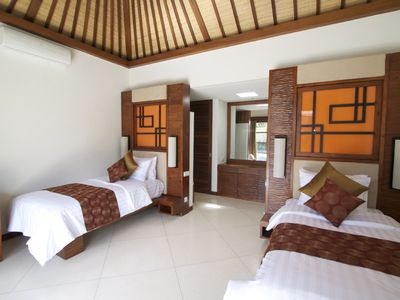 Sanur villa rental - Twin bedroom with ensuit bathroom