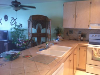 Kailua Kona condo rental - Fully equipped kitchen with all the comforts of home Plus Sunsets