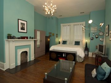 The blue room has a king size bed, a twin bed and a futon.