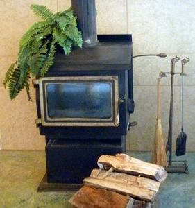 Free standing fire place:free chopped wood is included with your stay