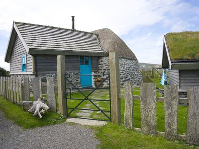 Hebridean thatched cottage just a stroll from white sandy beach - sleeps 4.