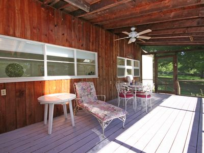 Redding cottage rental - screen porch
