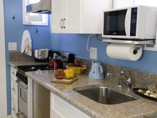 Venice Beach property rental photo - Full kitchen in the two bedroom Carriage House