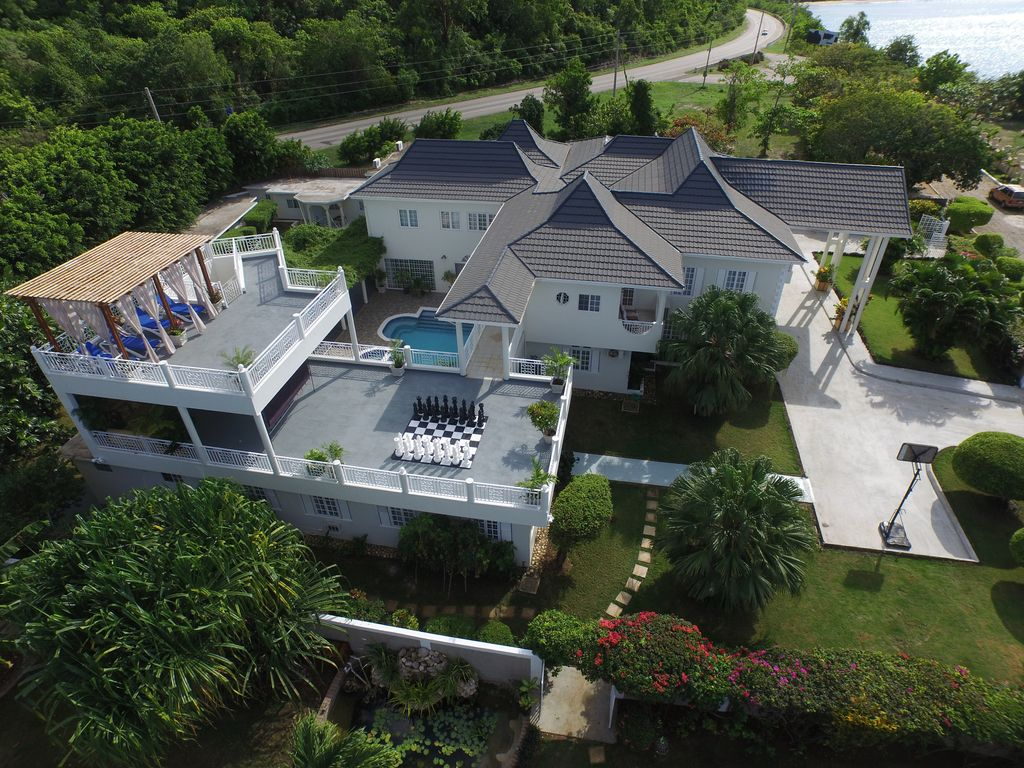 Family Fun 8 Bedroom Oceanview Elegance without the