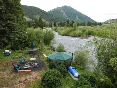 Rustic riverfront Cabin 3br 2ba. Very private. great fishing spot 7 mi from CB