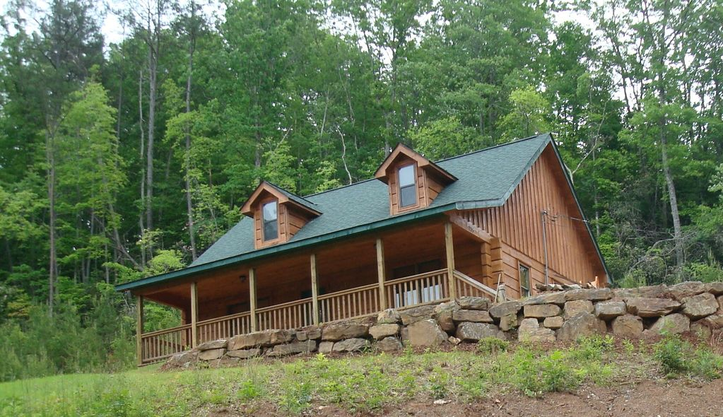 2 bedroom log cabin for mountain vacation vrbo for Vacation log homes