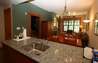 Mammoth Lakes condo photo - Full kitchen with all appliances and granite countertops.