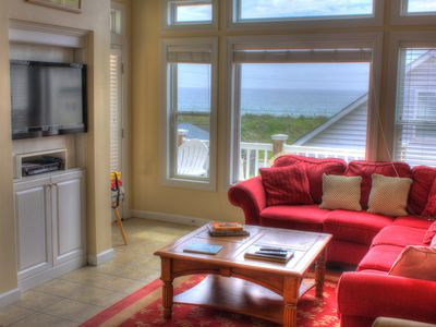 Upstairs living room with a magnificent ocean view and pure comfort!