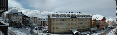 2 studios (4-8 pers) overlooking ski slopes and lift front Parador