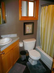 Tahoe City house rental - Main Bathroom