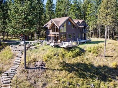 Picture perfect Grayling Lake Cabin with 180* mountain views!