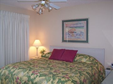 Upper unit. Beach side. King size bed.