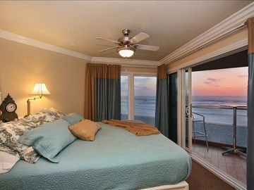 Mission Beach condo rental - Watch the waves from BED! TWO KING SUITES here...one looks west....