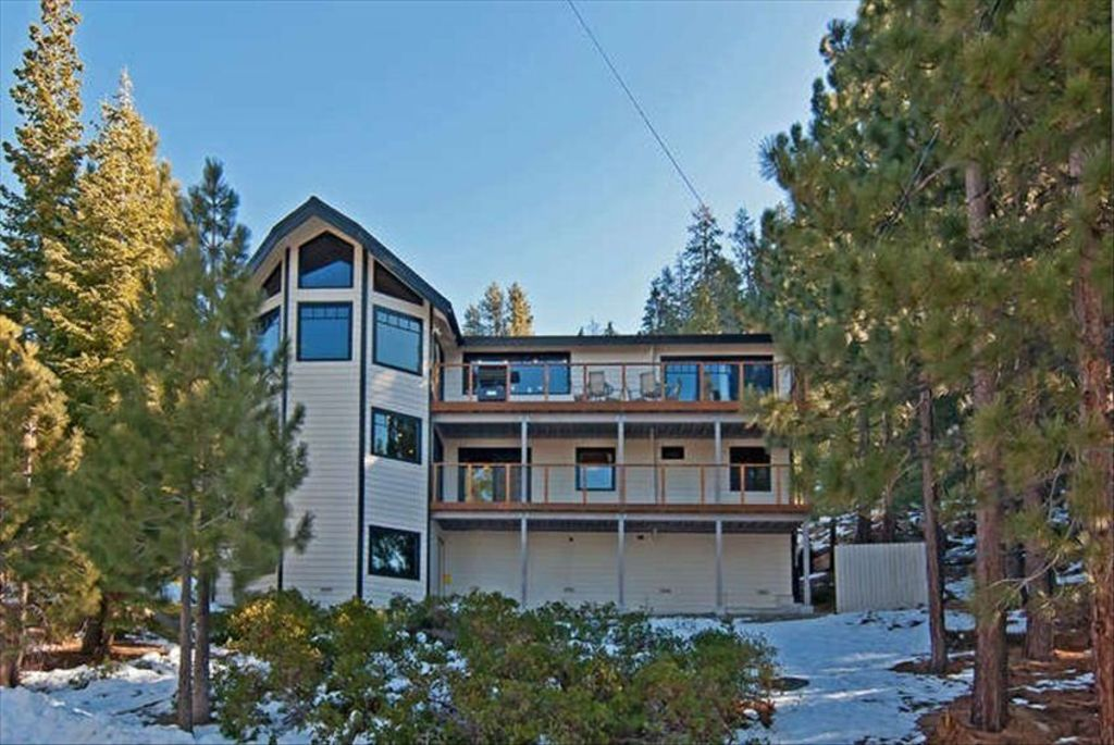 8 bedroom modern heavenly home disc homeaway south for Cheap tahoe cabin rentals