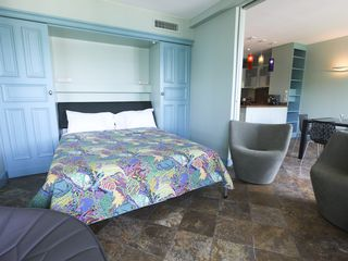 Saint-Jean-Cap-Ferrat condo photo - Murphy bed
