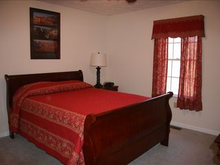 Luray lodge photo - Red Room with Queen Bed