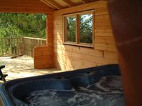 Luxury Log Chalet with indoor sauna and private outdoor covered hot tub