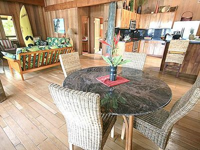 Makaha house rental - The main living room opens up to a large lanai over looking the ocean.