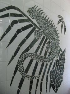 Inlaid marble walldecoration in the green bathroom.