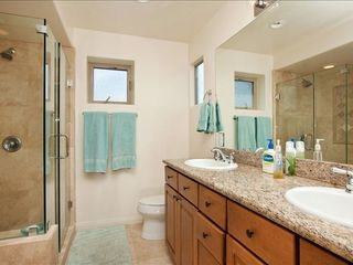 La Jolla condo photo - Master bath with separate tub and shower, traverti