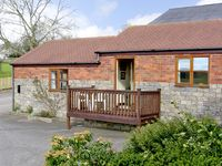 TIPPINS LODGE, romantic, with open fire in Upper Sapey, Ref 2383