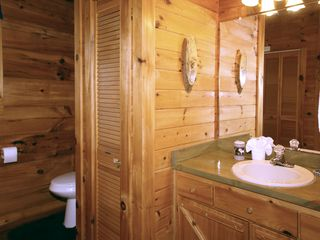Gatlinburg cabin photo - Master bathroom