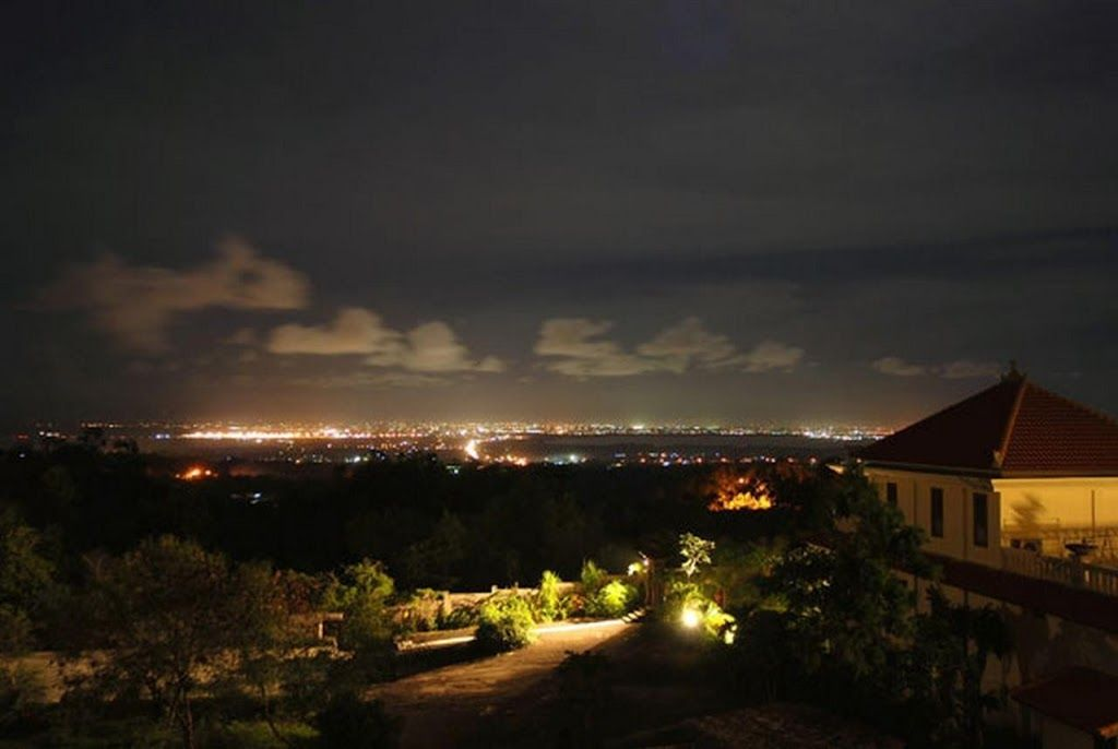 Studio apartment in south kuta with terrace homeaway for Terrace 8 residence kuta